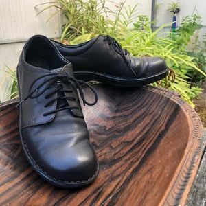 Born women's black leather lace-up comfy style